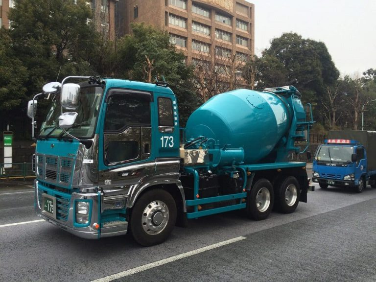 http://blue%20mixing%20lorry